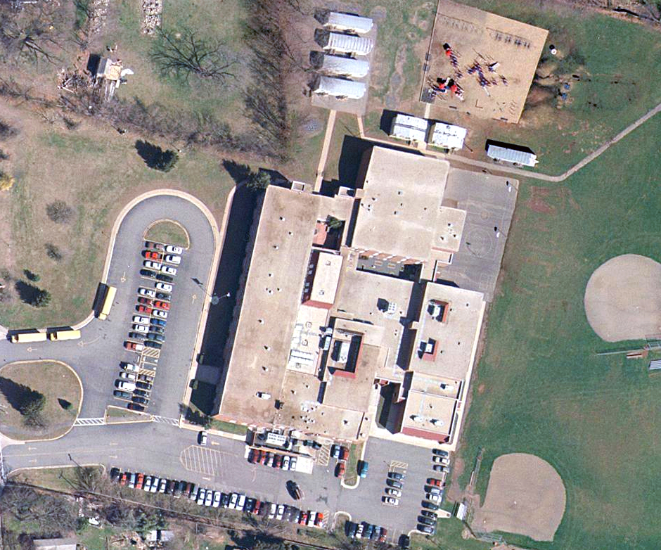 Aerial photograph of Herndon Elementary School taken in 1997.