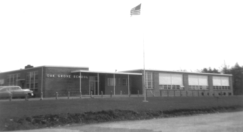 Black and white photograph of Oak Grove Elementary School taken in 1958.