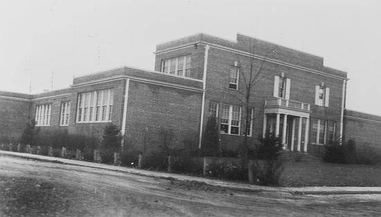 Black and white photograph of the Herndon School taken in 1937.